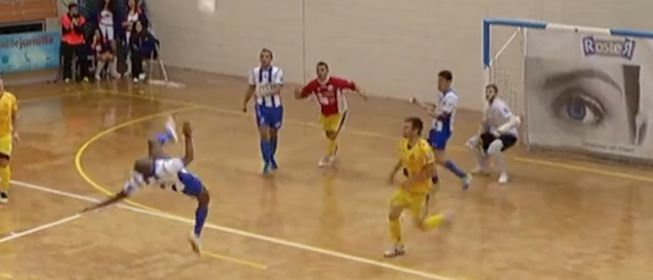 Wow! Spanish Futsal player scores overhead kick from edge of his own area! [video]