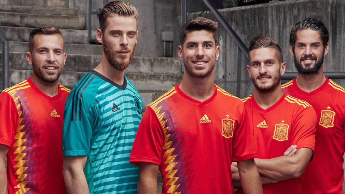 "Polémica por la camiseta ""republicana"" adidas de España"