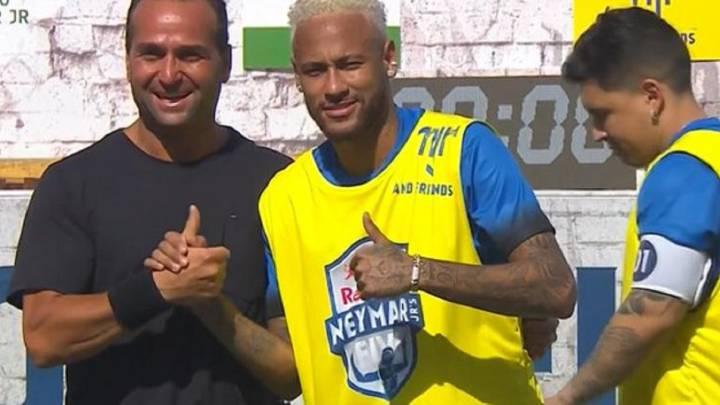 Ver vídeo / Cuando un profesional se convierte en amateur: la acción de Neymar impropia de él...